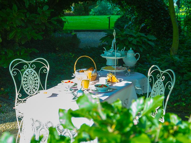 Bij mooi weer kan het ontbijt buiten geserveerd worden.